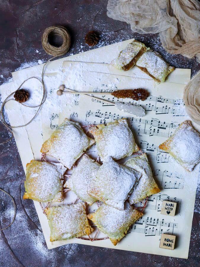 Ciasto francuskie z budyniem i jabłkami