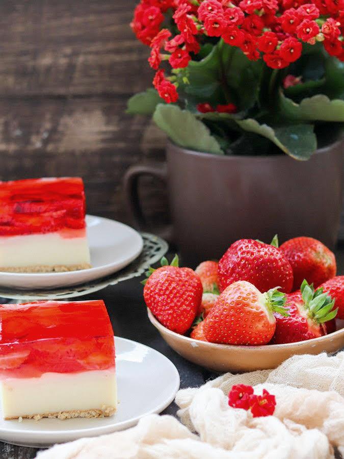 Fit ciasto z truskawkami, budyniem i galaretkÄ…